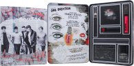 One Direction Midnight Memories Make-up Presentset 1 x Lip Gloss + 1 x Eyeshadow Palette + 1 x Lipstick + 1 x Mascara + 1 x Nail Varnish + 1 x Decorator Stensil + 1 x Eye and Body Crayon + Tin